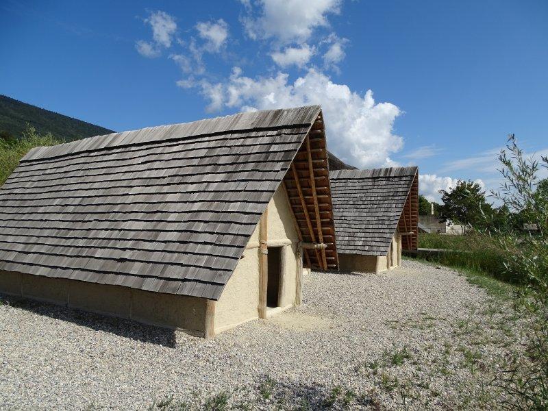 Neolithische Gebäude 02.JPG