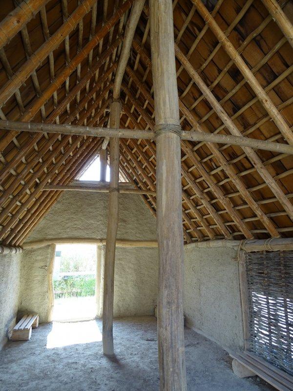 Neolitisches Gebäude 01.JPG